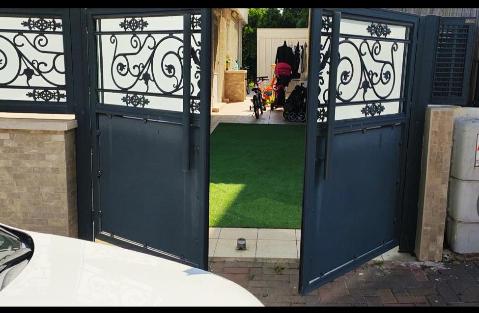 התקנה בקר לשער לבית פרטי